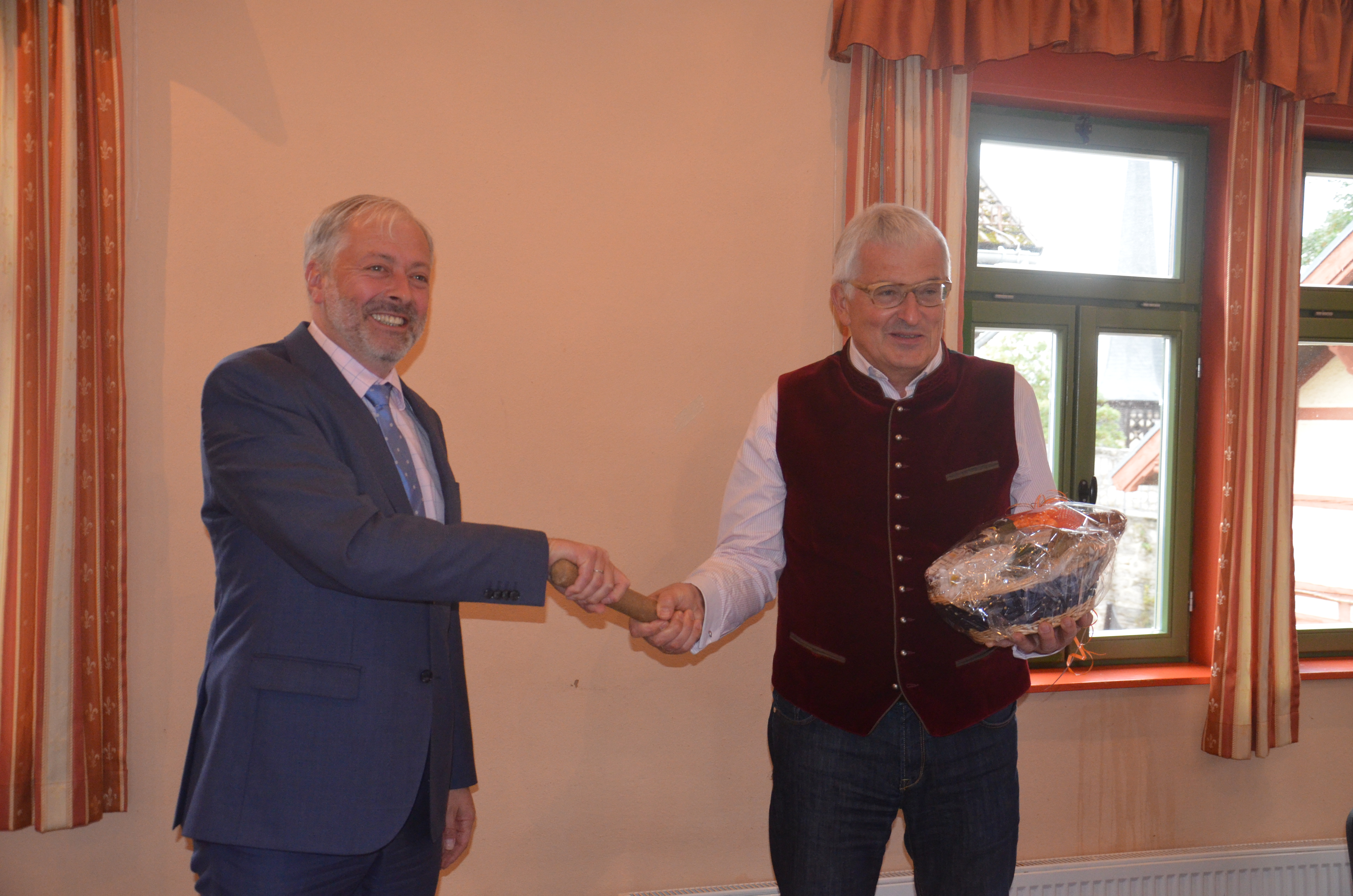 Übergabe des Staffelstabs - Nach 28 übergibt Andreas Lesser das Amt des Stiftungsvorstandes an Dr. Helge Wittmann