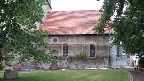 Kirchenschiff mit Gerüst